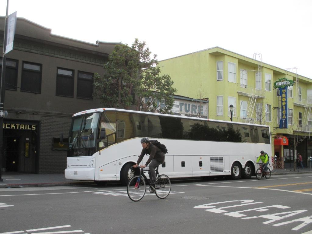 Google Bus 002