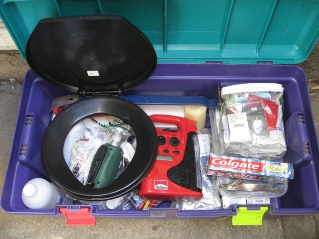 Earthquake kit (640x480)