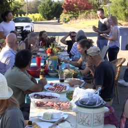 Pop Up Pot Luck: Community Building on the Cheap